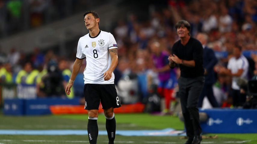 Mesut Özil und Joachim Löw im EM-Halbfinale 2016