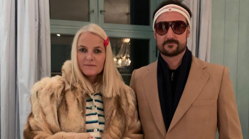 Mette-Marit und Haakon an Halloween 2019 als Filmfiguren Margot und Richie Tenenbaum