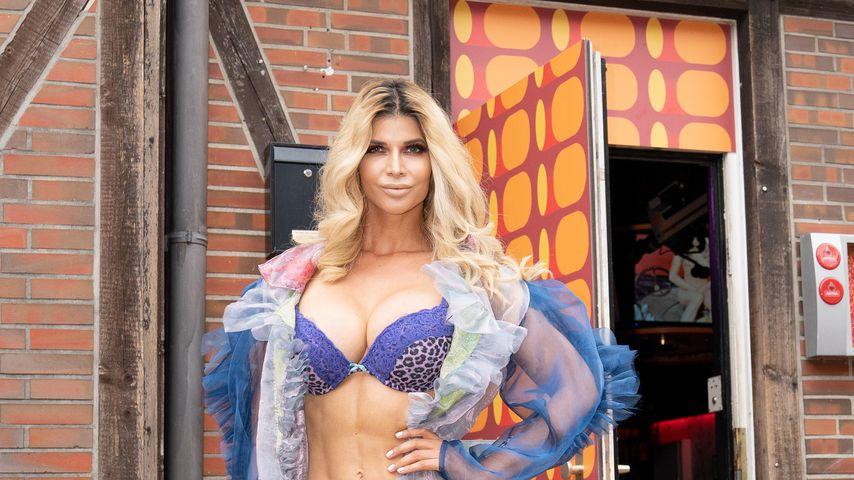 Micaela Schäfer bei der Eröffnung der Porno Karaoke Bar in Hamburg