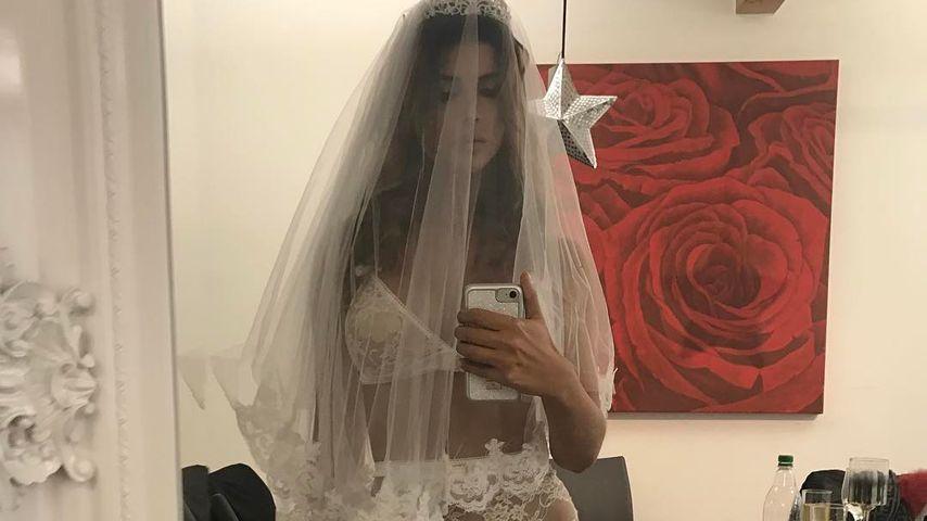 Sexy Karnevalskostüm: Micaela Schäfer als halbnackte Braut