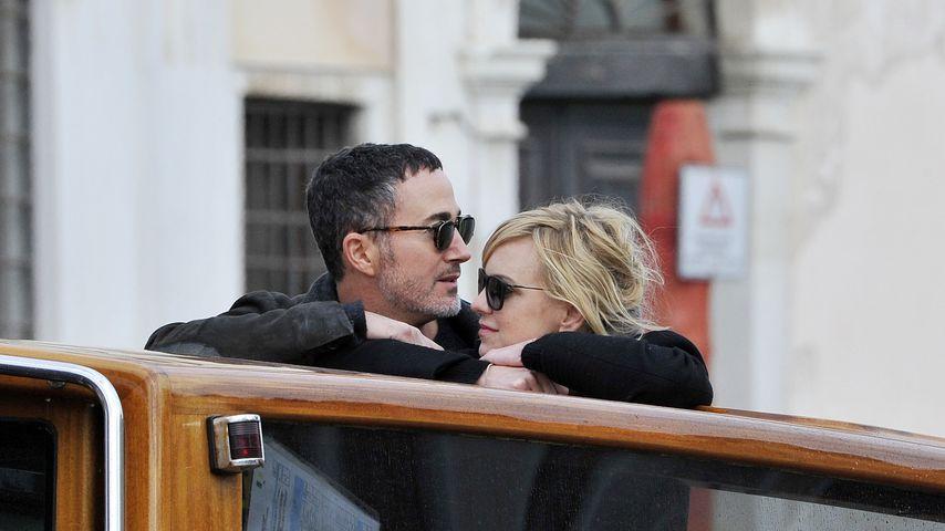 Michael Barrett und Anna Faris während einer Bootsfahrt in Venedig