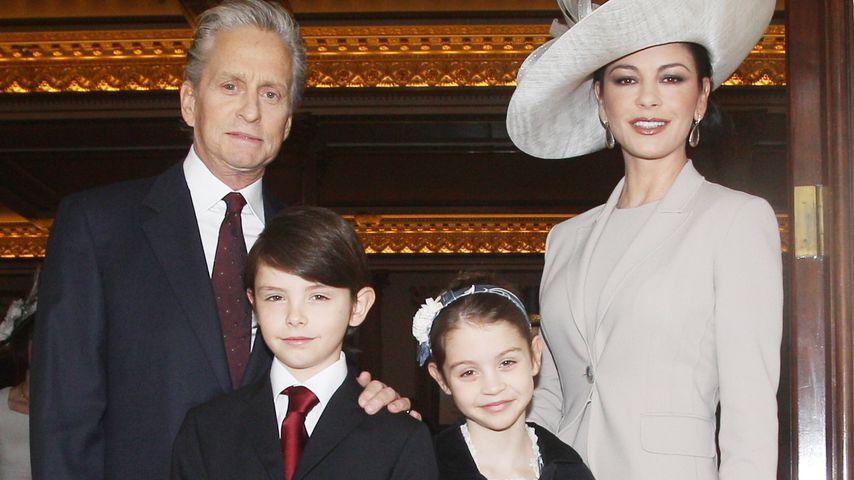 Michael Douglas und Catherine Zeta-Jones mit ihren Kindern Dylan und Carys, 2011
