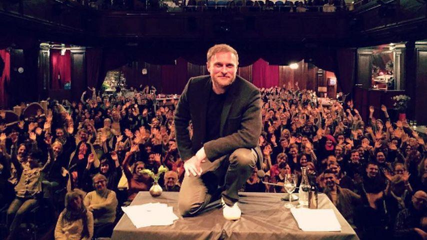 """Autor Michael Nast bei einer Lesung von """"Generation Beziehungsunfähig"""" in Zürich"""