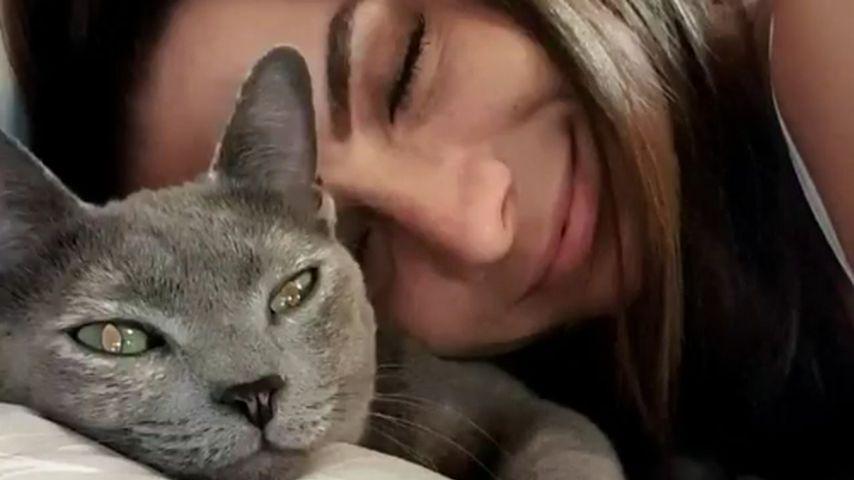 Michèle de Roos mit ihrer Katze Bijou