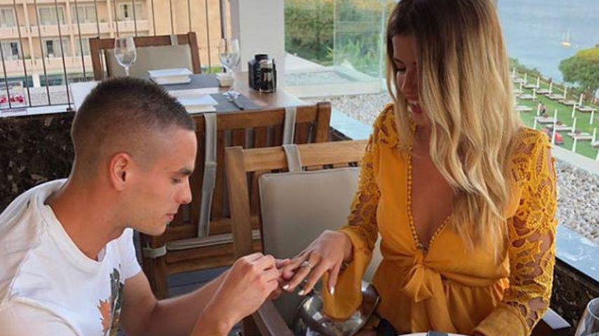 Liebe statt WM: Dieser Kicker hat sich auf Zypern verlobt!