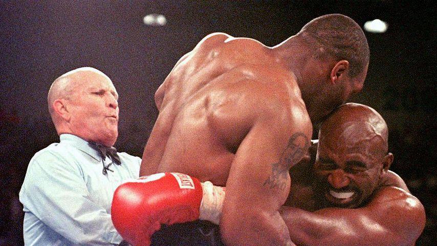 Mike Tyson und Evander Holyfield bei ihrem Kampf im Jahr 1997