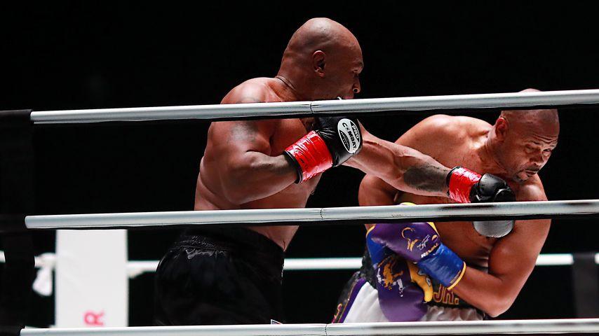 Mike Tyson und Roy Jones Jr. im Staples Center in Los Angeles