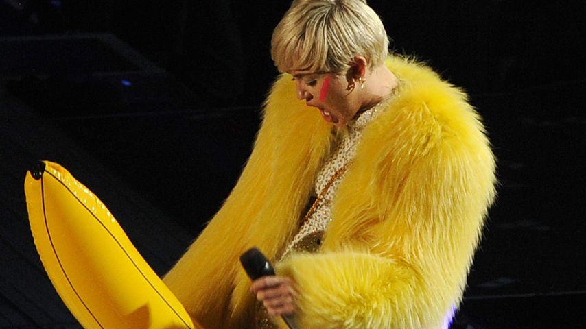 Dickes Ding! Miley Cyrus albert mit Bananen-Penis
