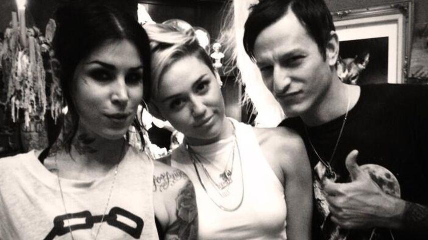 Aufgepasst! Miley Cyrus präsentiert neues Tattoo