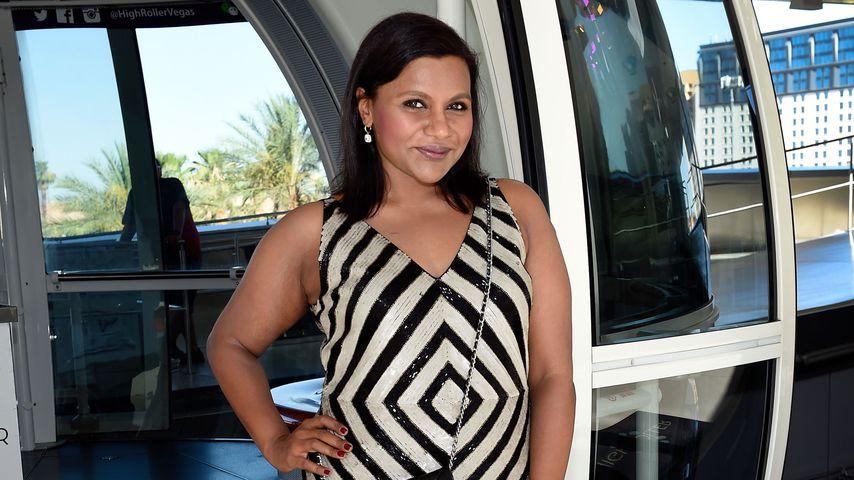 Mindy Kaling an ihrem 37. Geburtstag vor einer Riesenrad-Gondel in Las Vegas