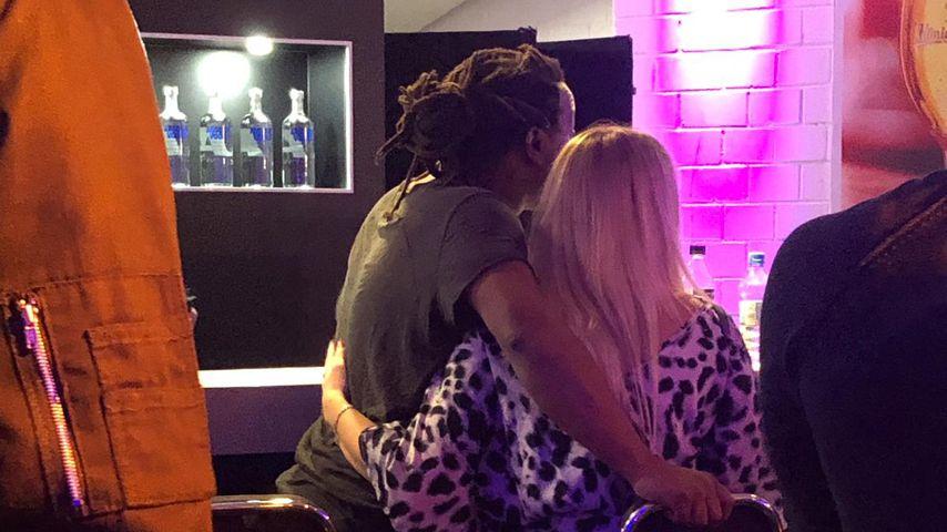 "Mola Adebisi und Janika Jäcke Backstage bei ""The Dome"""