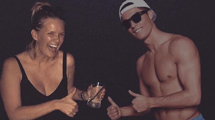 Monica Meier-Ivancan mit einem Pappaufsteller von Cristiano Ronaldo