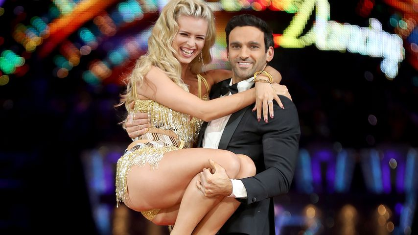 "Nadia Bychkova und Davood Ghadami bei einem ""Strictly Come Dancing"" Photocall"