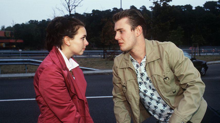 Nadine Dehmel und Oliver Petszokat in einer Szene von GZSZ, 1999