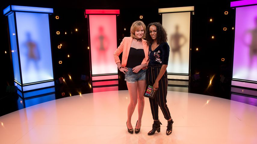 """Naked Attraction""-Kandidatin Britta und Moderatorin Milka Loff Fernandes"