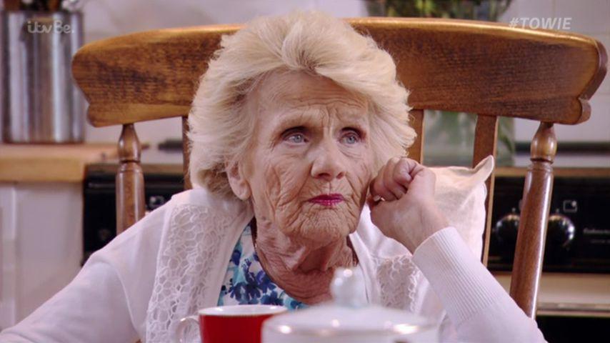 Kurz nach TOWIE-Dreh: Serien-Legende Nanny Pat (✝80) ist tot