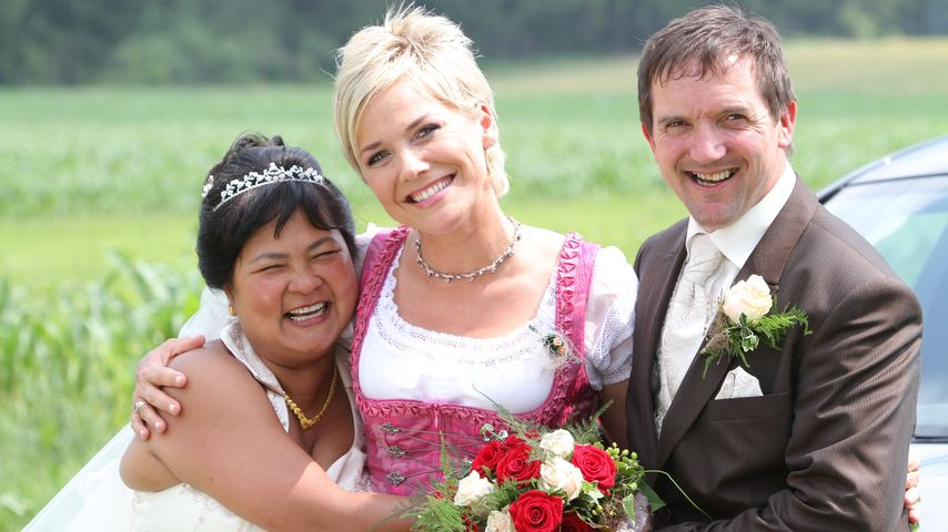 Narumol, Inka Bause und Bauer Josef bei der Hochzeit in Pittenhart