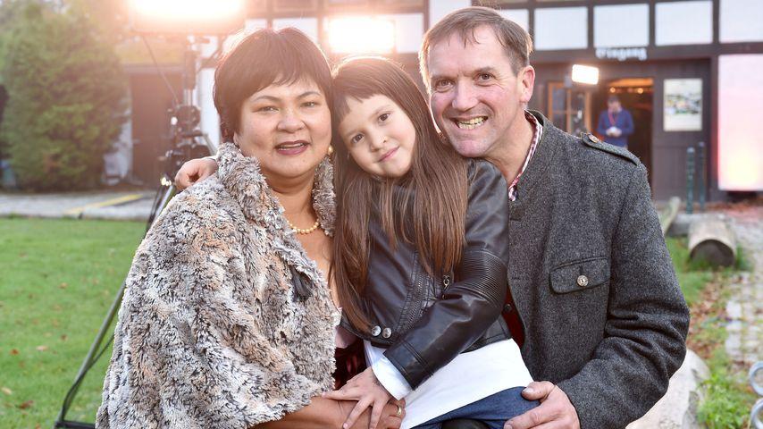 Narumol und Bauer Josef mit Tochter Jorafina