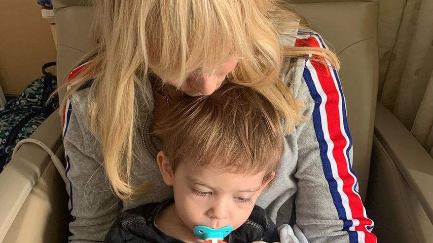 Natasha Bedingfield mit ihrem Sohn im Krankenhaus