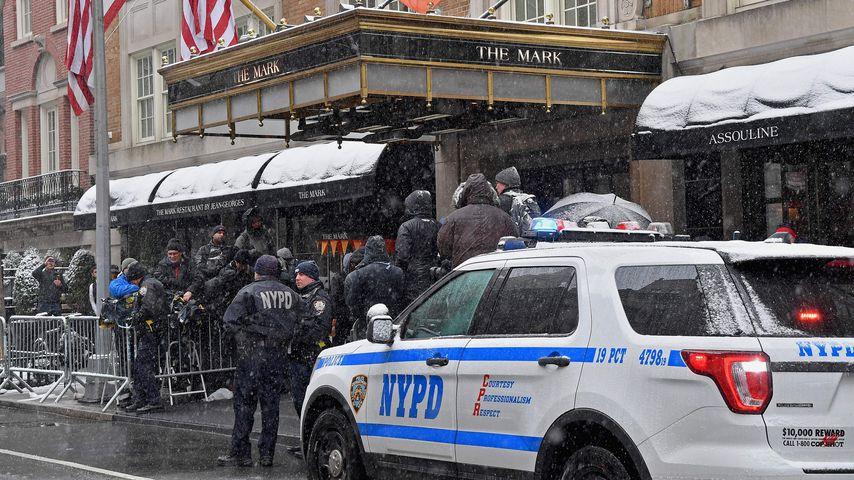 New Yorker Polizisten vor Herzogin Meghans Hotel im Februar 2019