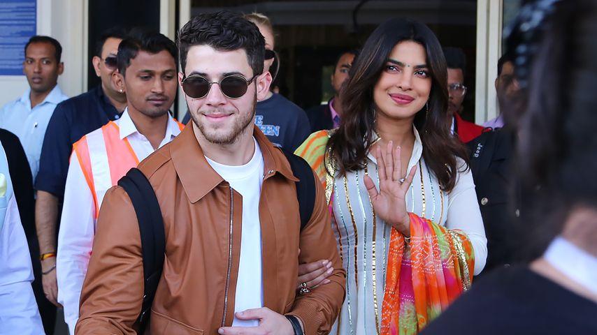 Nick & Priyankas offizielles Hochzeitsbild mit der Familie!