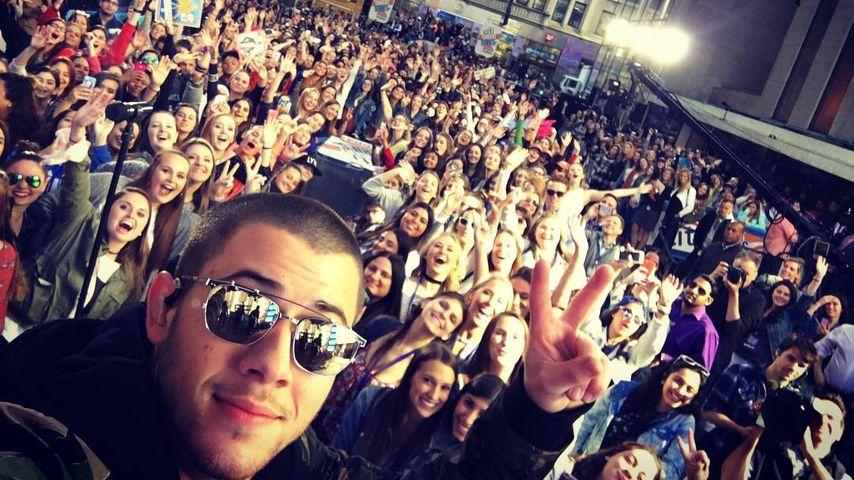 """Nick Jonas wird nach der einem Auftritt in der """"Today Show"""" von Fans gefeiert"""
