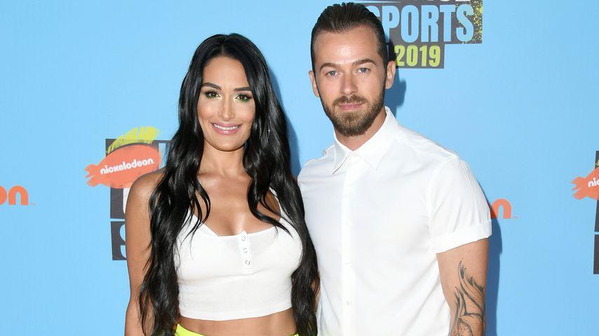 Nikki Bella mit ihrem Verlobten Artem, Juli 2019