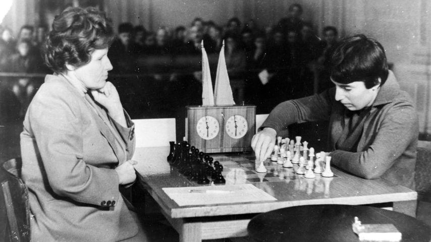 Elizaveta Bykova und Nona Gaprindashvili, Oktober 1962