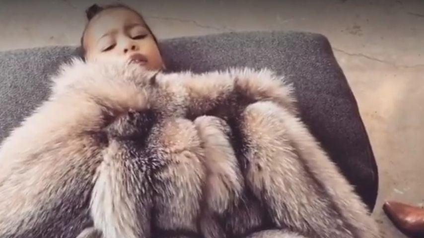 """""""Keine Fotos!"""": Kim Kardashian teilt entzückendes Nori-Video"""
