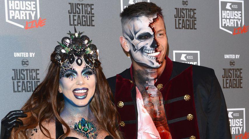 """Olivia Buckland und Alex Bowen bei der """"Kiss Haunted House Party"""""""