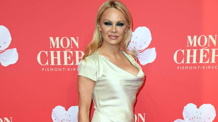 Nippel-Alarm: Pamela Anderson zeigt sich scharf wie eh & je!