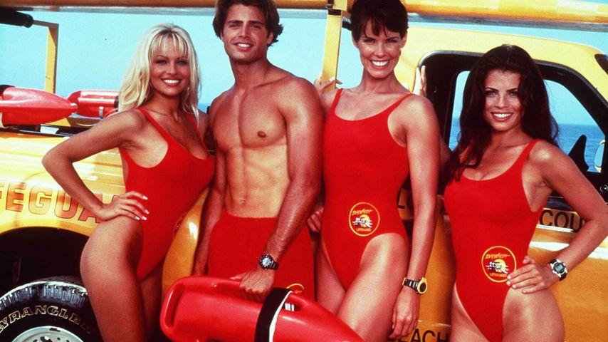 "Pamela Anderson, David Charvet, Alexandra Paul und Yasmine Bleeth in ""Baywatch"""