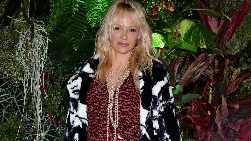 Pamela Anderson bei der Pariser Fashion Week 2017