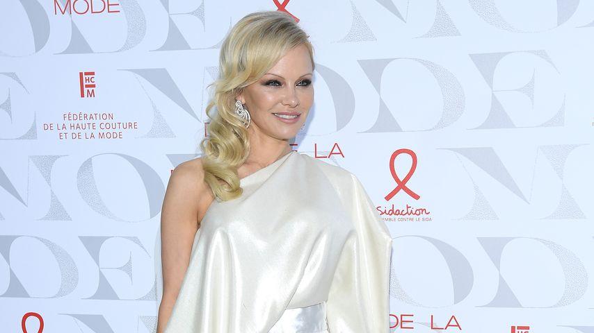 Pamela Anderson strahlt bei wunderschönem Wow-Auftritt