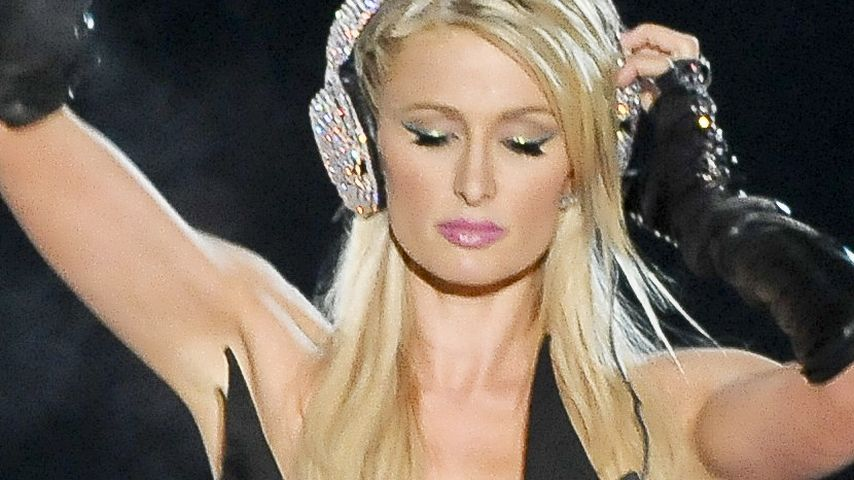 Paris Hilton: Video zur chaotischen DJ-Premiere!
