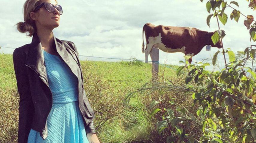 Paris Hilton: High Fashion in den Schweizer Bergen