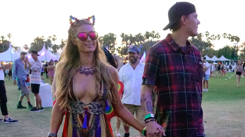"Paris Hilton und Chris Zylka auf dem ""Coachella""-Festival in Indio, Kalifornien"
