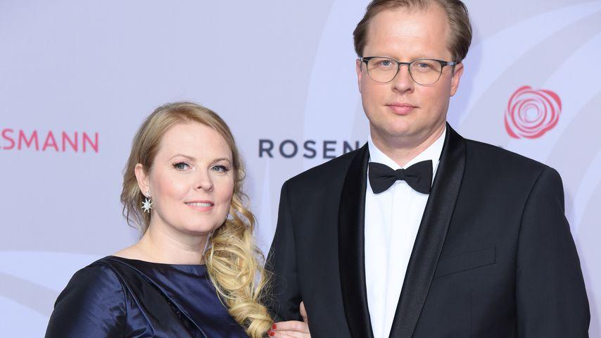 Süßer Turtel-Auftritt: Patricia Kelly & Denis auf Red Carpet