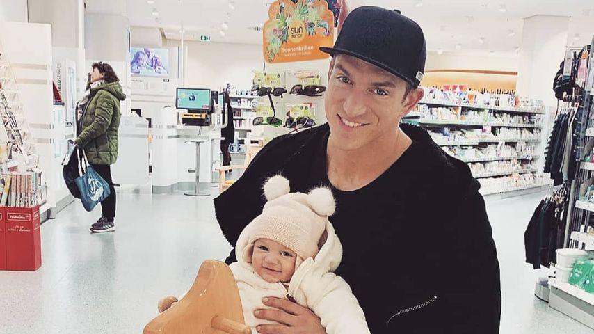 Patrick Fabian mit seiner Tochter Lilly, Februar 2020