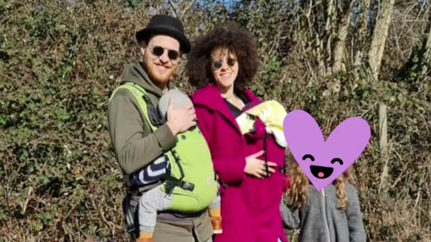 Patrick und Joy Müller mit ihren drei Kindern Lovis, Javis und Loki