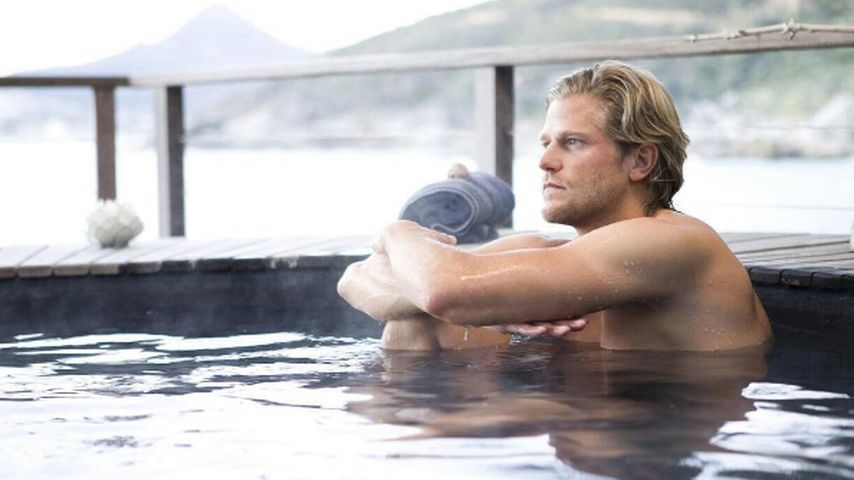 Paul Janke nachdenklich im Pool
