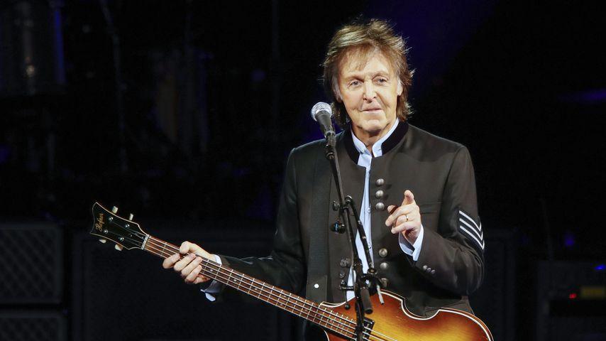 Trendig oder No-Go? Paul McCartney mit Zöpfchen unterwegs