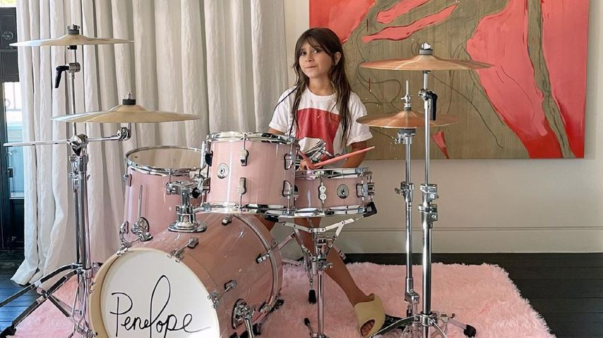 Kourtney Kardashians Tochter Penelope am Schlagzeug