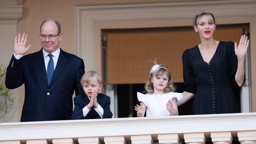 Prinz Albert II. von Monaco mit seinen Kindern Jacques und Gabriella und Ehefrau Charlène