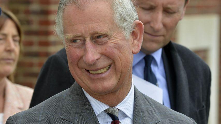 Prinz Charles grinst