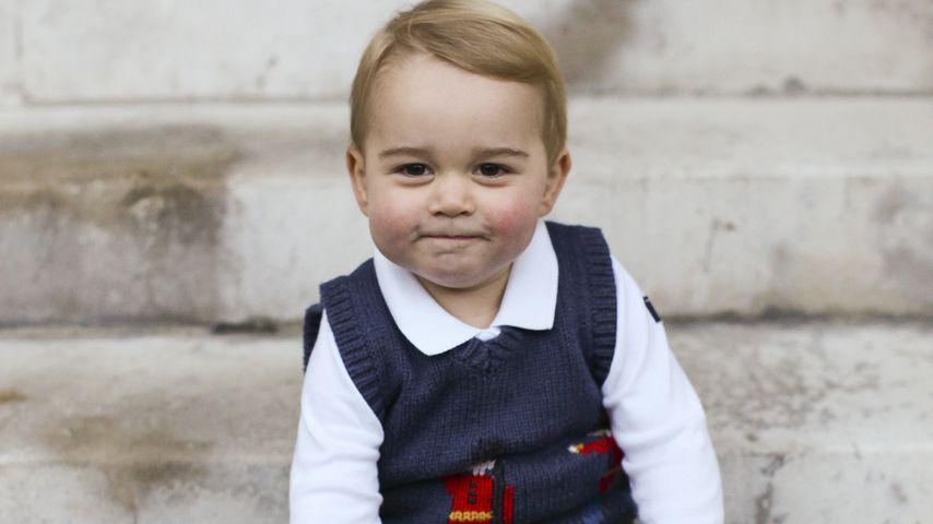 Prinz George auf der Treppe des Kensington Palasts