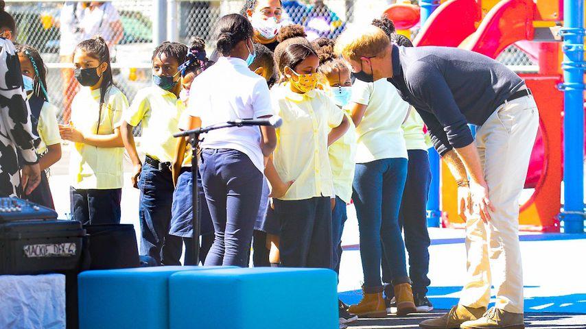 Prinz Harry redet mit Kindern, September 2021