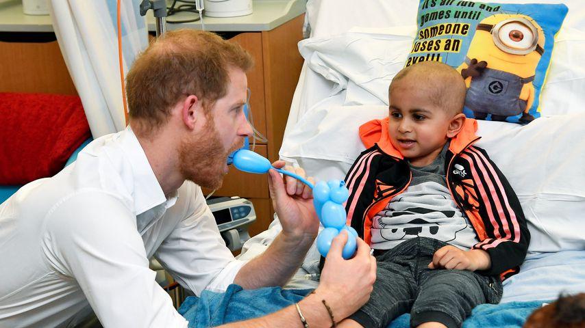 Prinz Harry in einem Kinderkrankenhaus