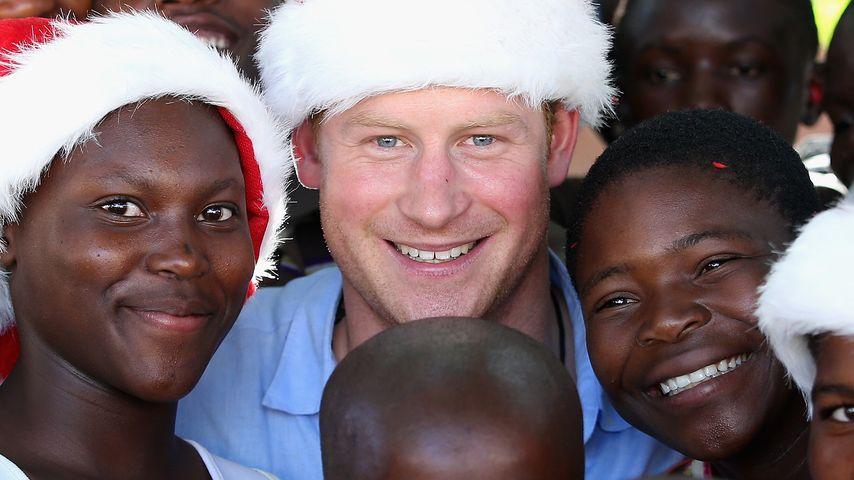 Wie süß: Prinz Harry verbreitet Weihnachtsstimmung