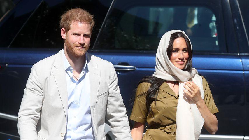 Bei Moschee-Besuch: Meghan trägt Kopfbedeckung und XXL-Kleid